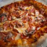 Pizza z serowymi brzegami