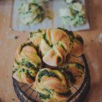 Kuchnia: Zawijane bułeczki ze szpinakiem i pieczarkami