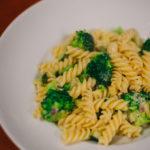 Kuchnia: Makaron z brokułami w sosie serowym